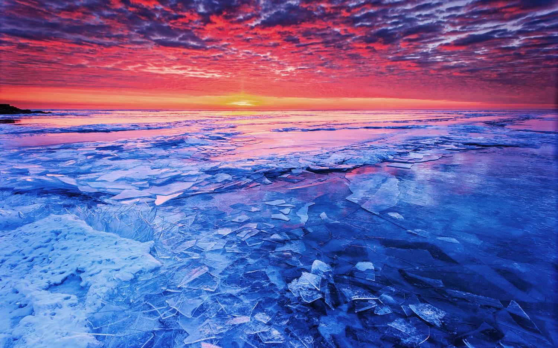 Bulele de gheață sunt ptincipalul motiv pentru care turiștii se află în zonă