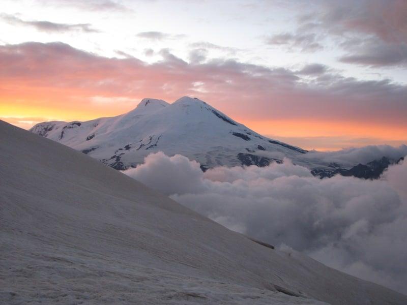 Muntele Elbrus oferă privelişti unice!