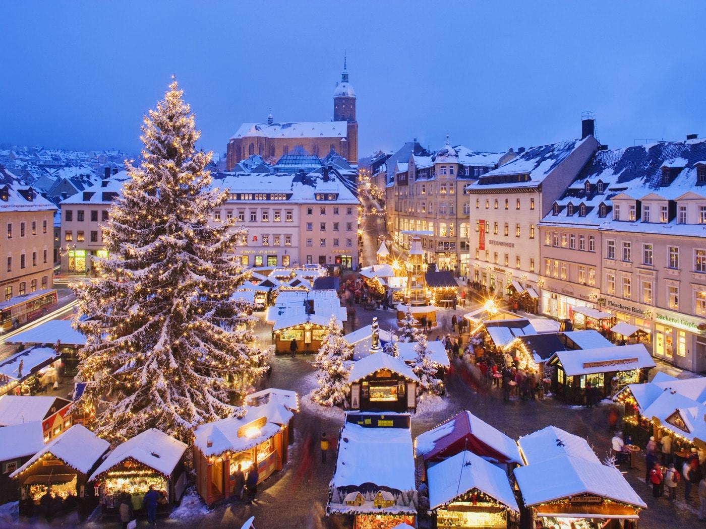 Piața de Crăciun este o încântare pentru turiști