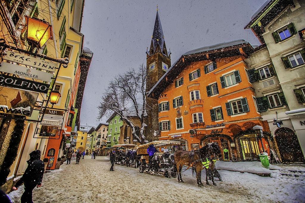 Plimbările pe străduțele orașului oferă o nouă perspectivă asupra regiunii