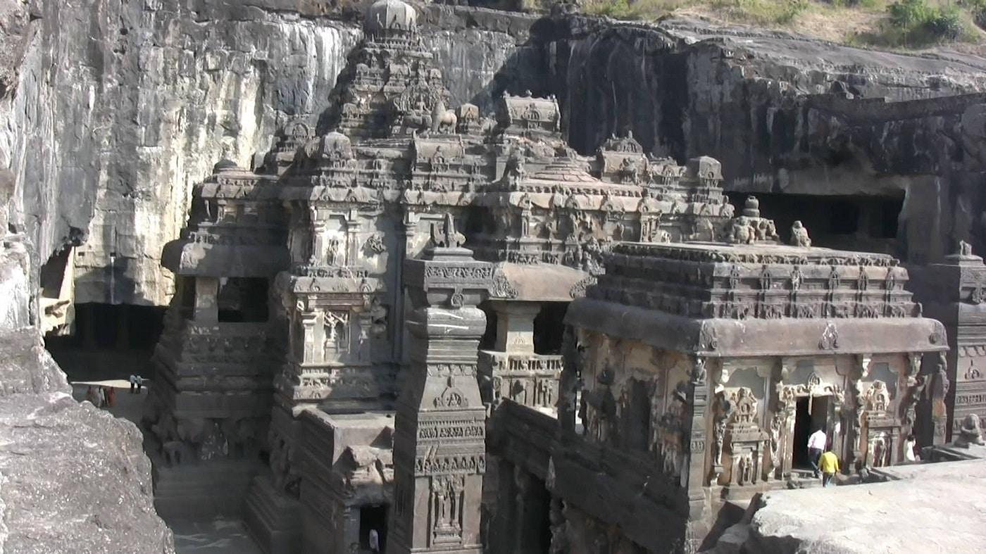 Treptele facilitează accesul în temple