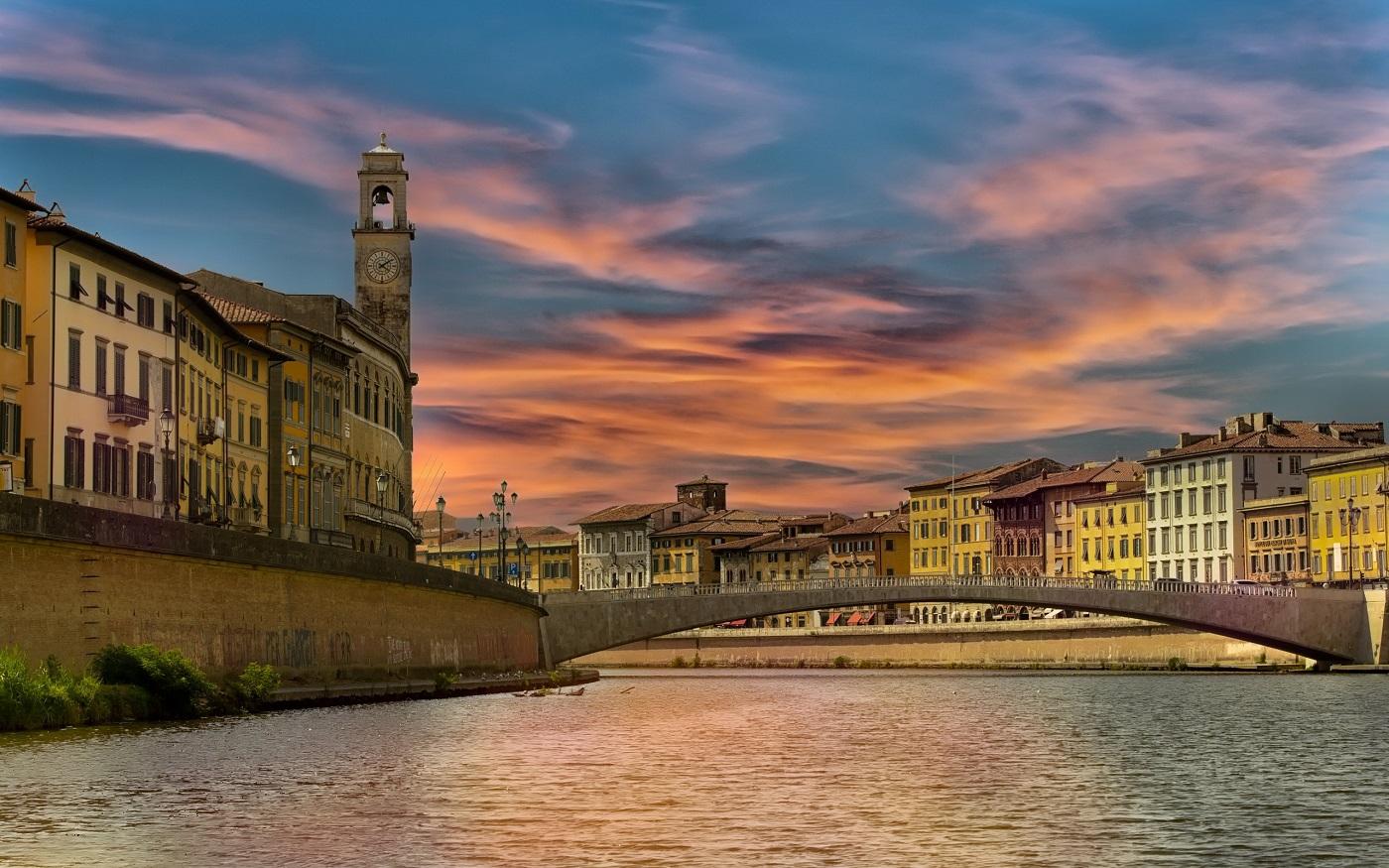 Apele râului conferă orașului alte dimensiuni