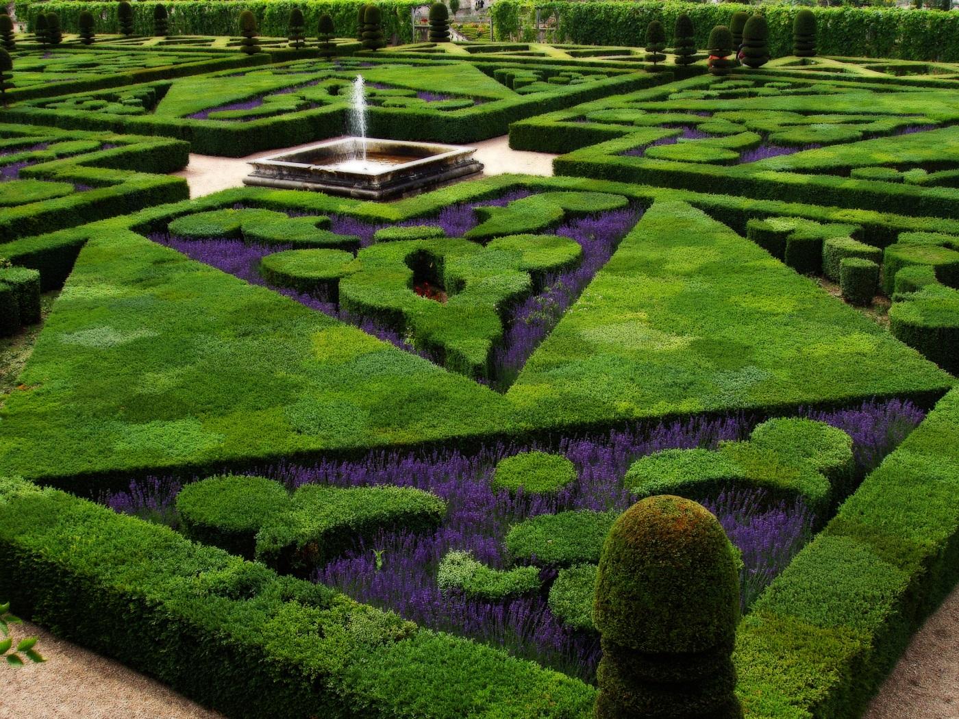 Grădinile castelelor, locuri perfecte pentru plimbări