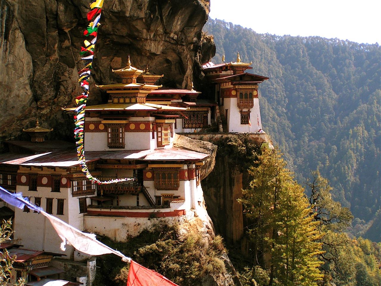 Mănăstirea a fost cioplită în stâncă