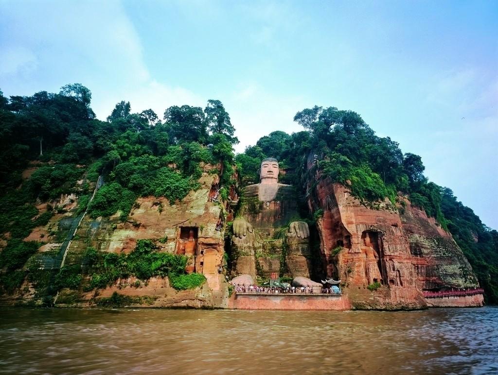 Marele Buddha, statuia care schimbă complet orizontul chinez