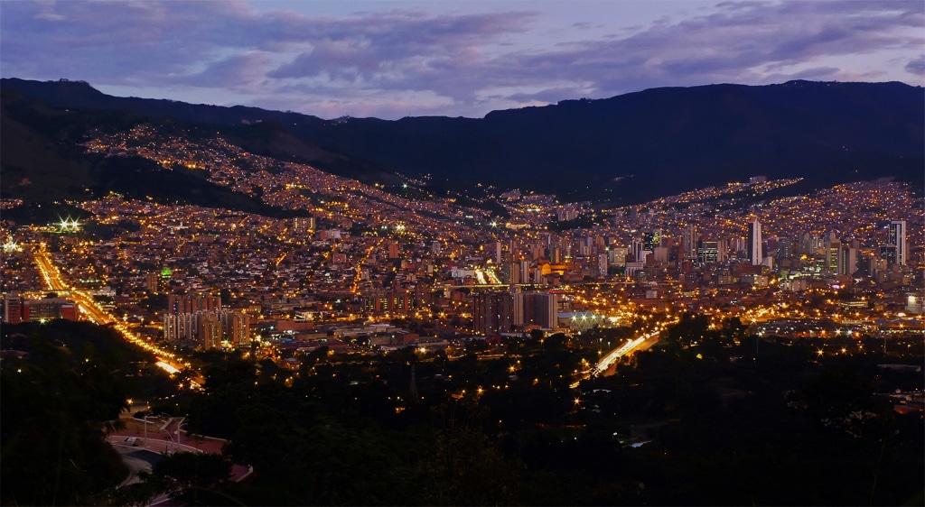Orizontul metropolei, noaptea