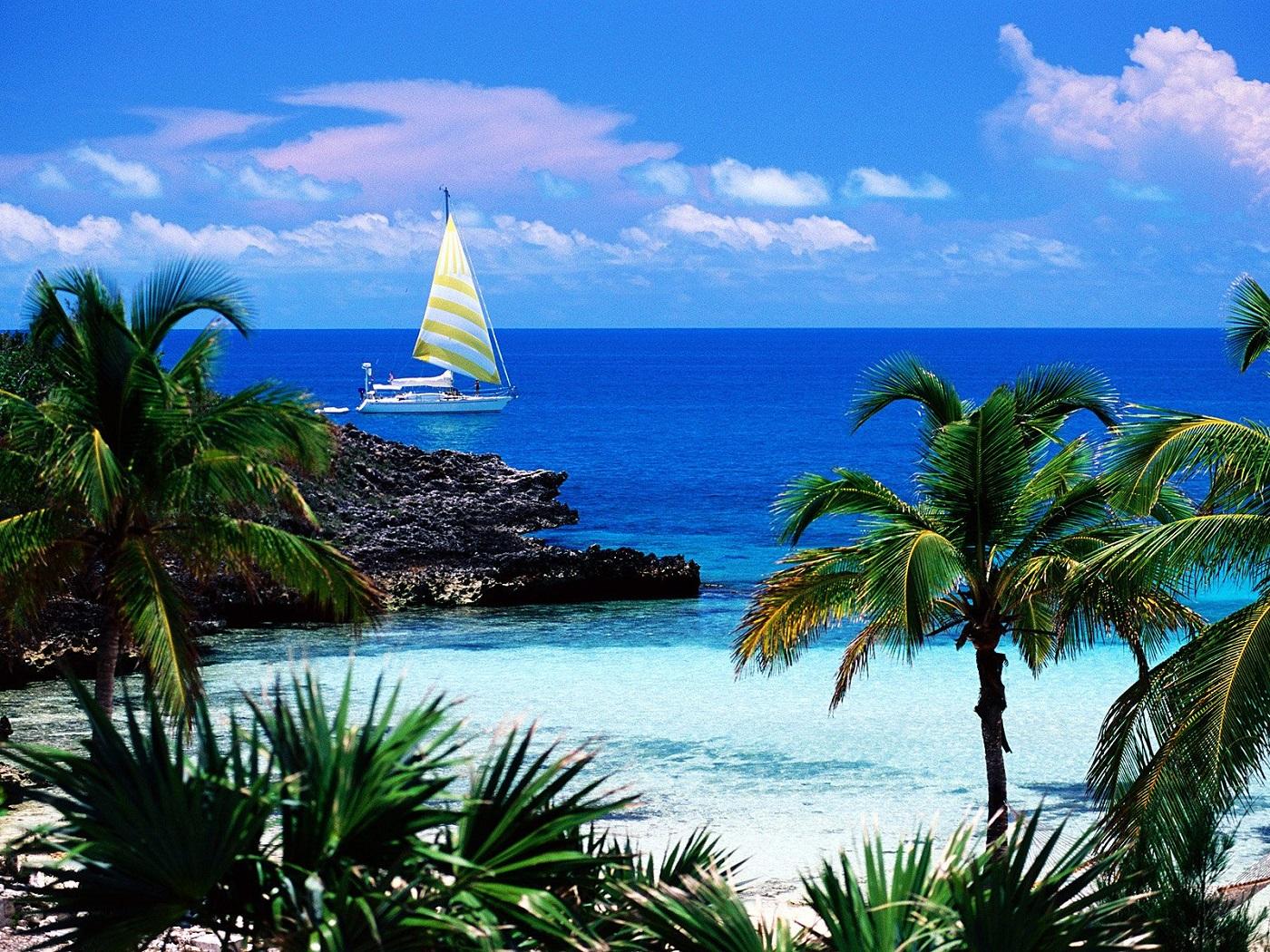 Plimbările pe apă sunt o încântare pentru turiștii care vizitează Kamalame Cay