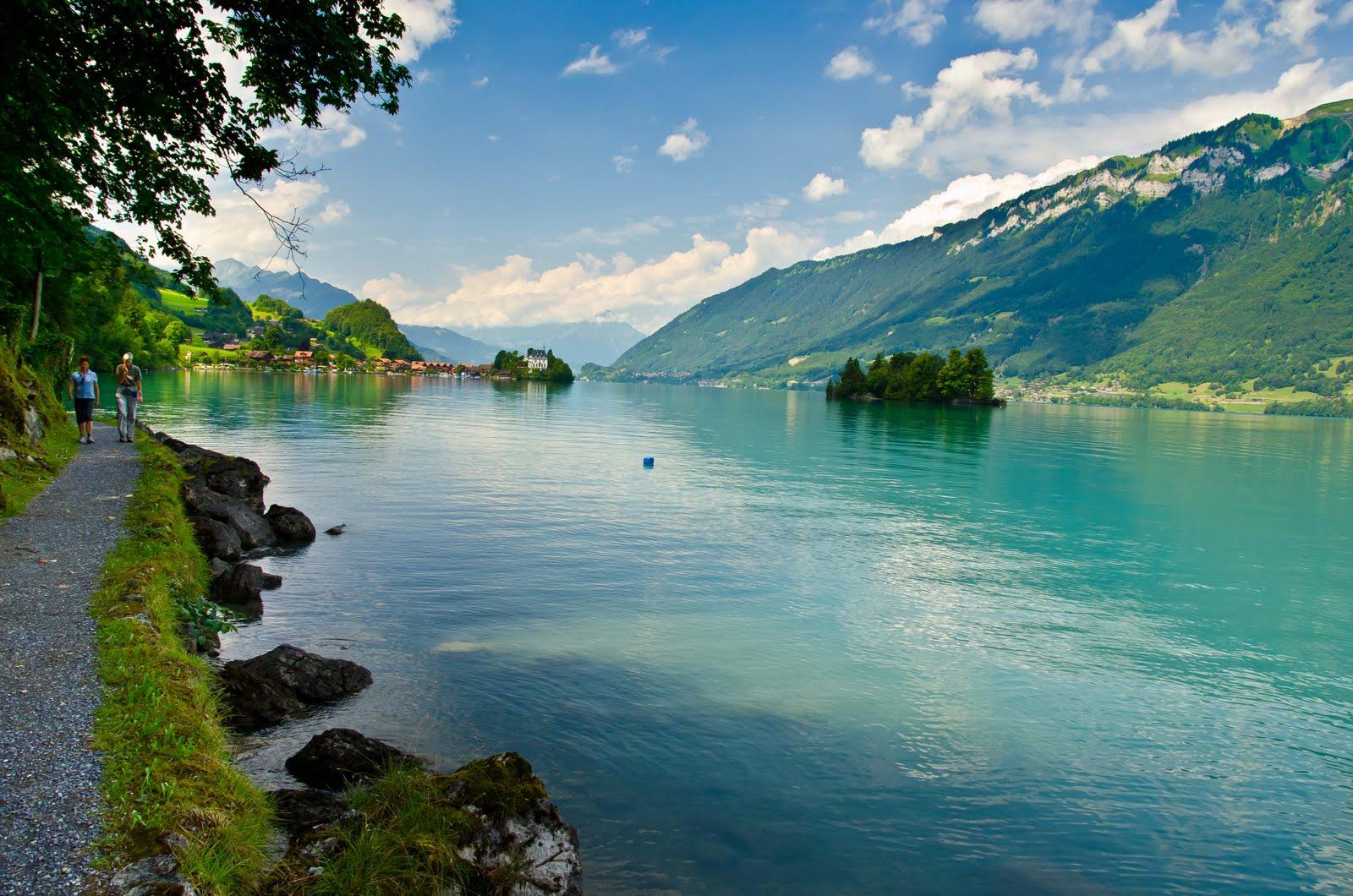 Plimbările pe malurile lacului te încarcă cu energie