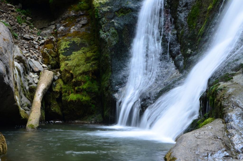 Vălul Miresei, una dintre cele mai frumoase cascade din România
