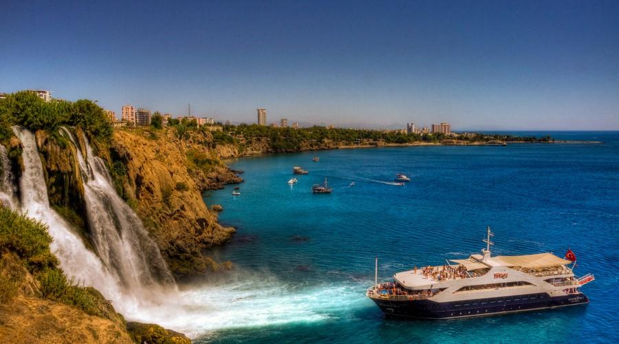 Peisajele naturale sunt un alt motiv pentru care turiștii vizitează zona