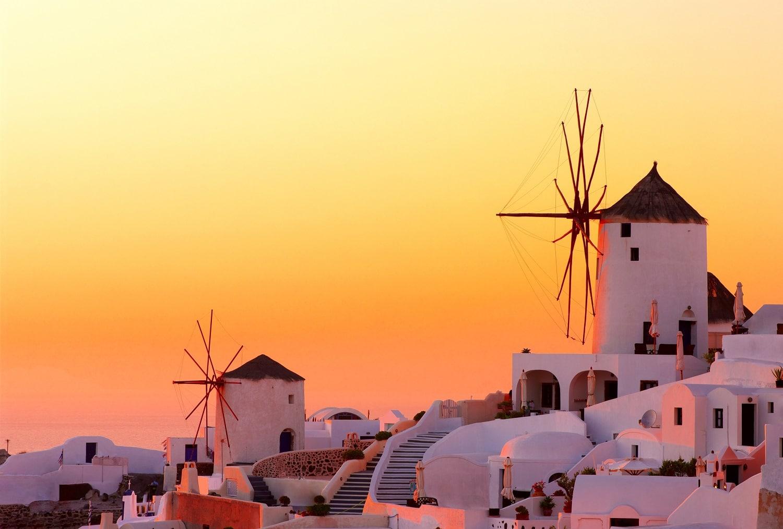 Morile de vânt specifice Greciei se regăsesc și în Oia