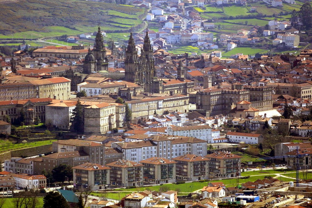 Edificiile vechi de sute de ani crează un cadru aparte