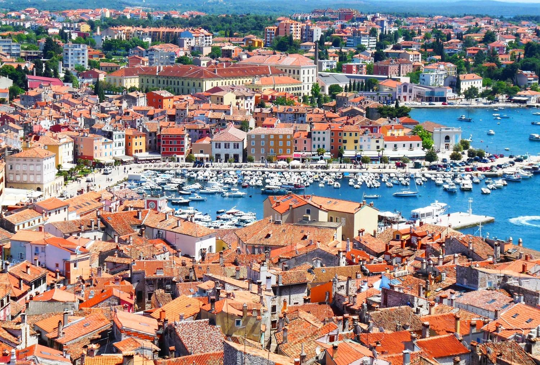 Porturile oraşului sunt locuri deosebite