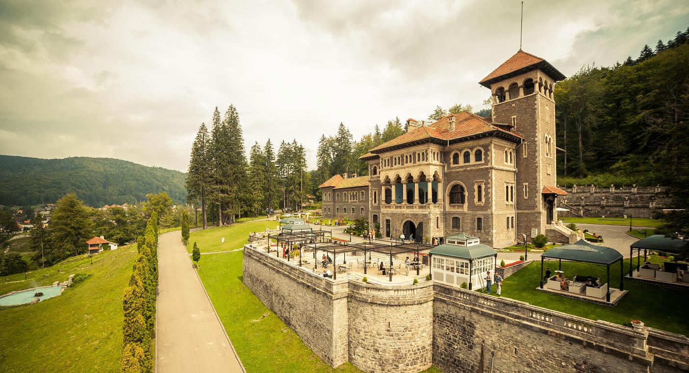 Castelul Cantacuzino privit din exterior