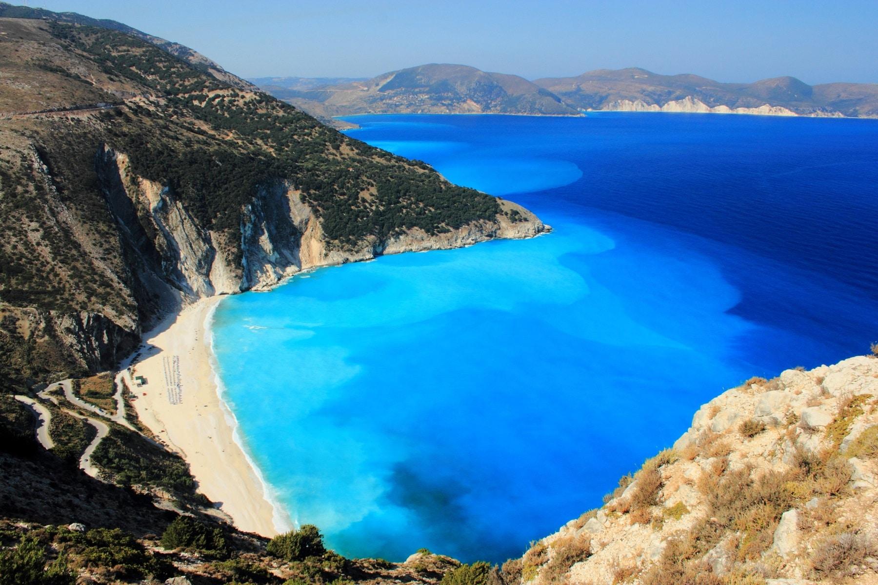 Cea mai populară plajă din Kefalonia - plaja Myrtos