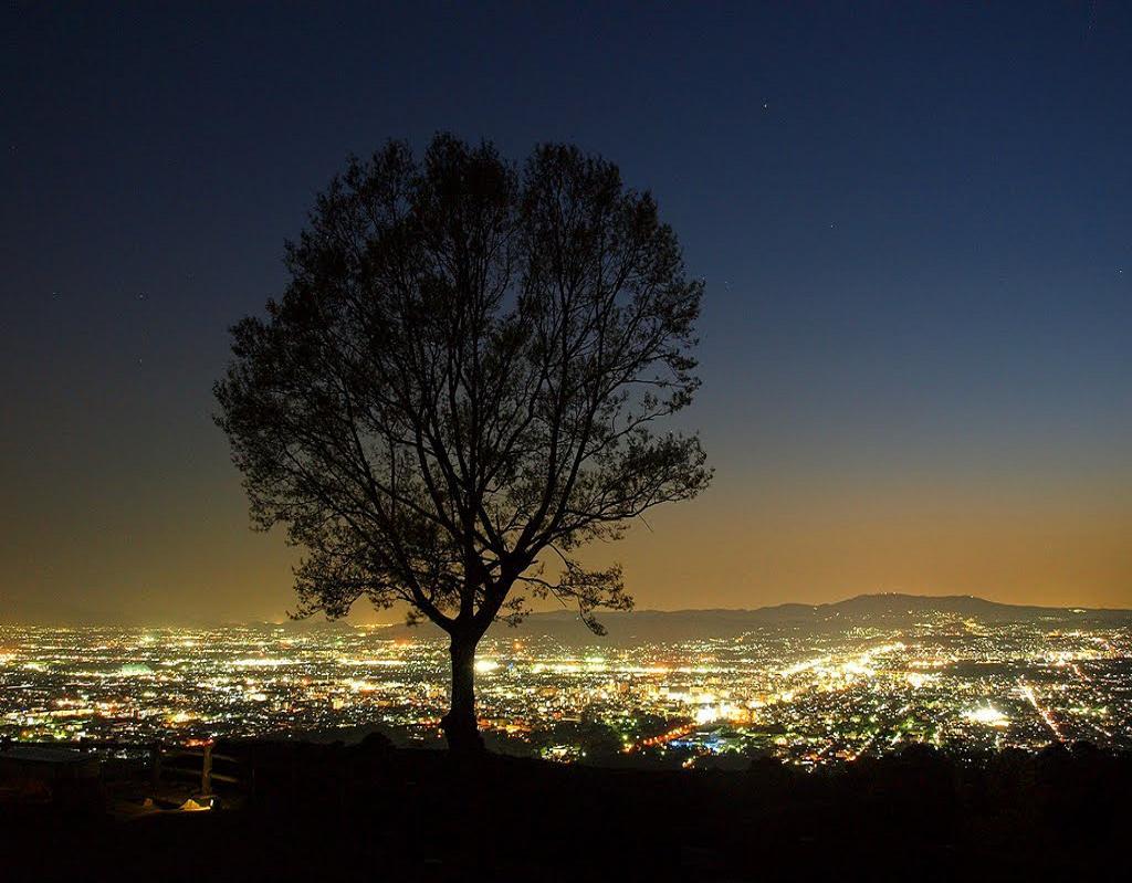Priveliştea oraşului, noaptea
