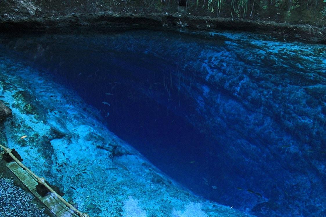 Culoarea vibrantă a râului Hinatuan