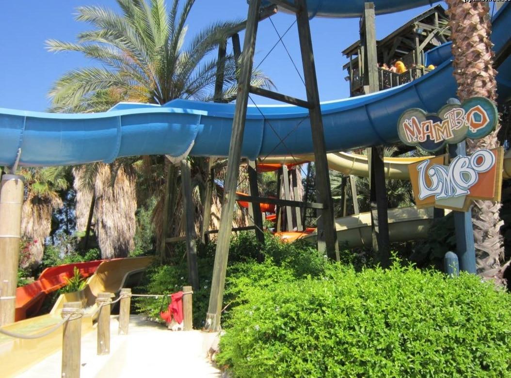 """""""Mambo Limbo"""" - Unul dintre cele mai căutate tobogane din Caraibe Aqua Park"""