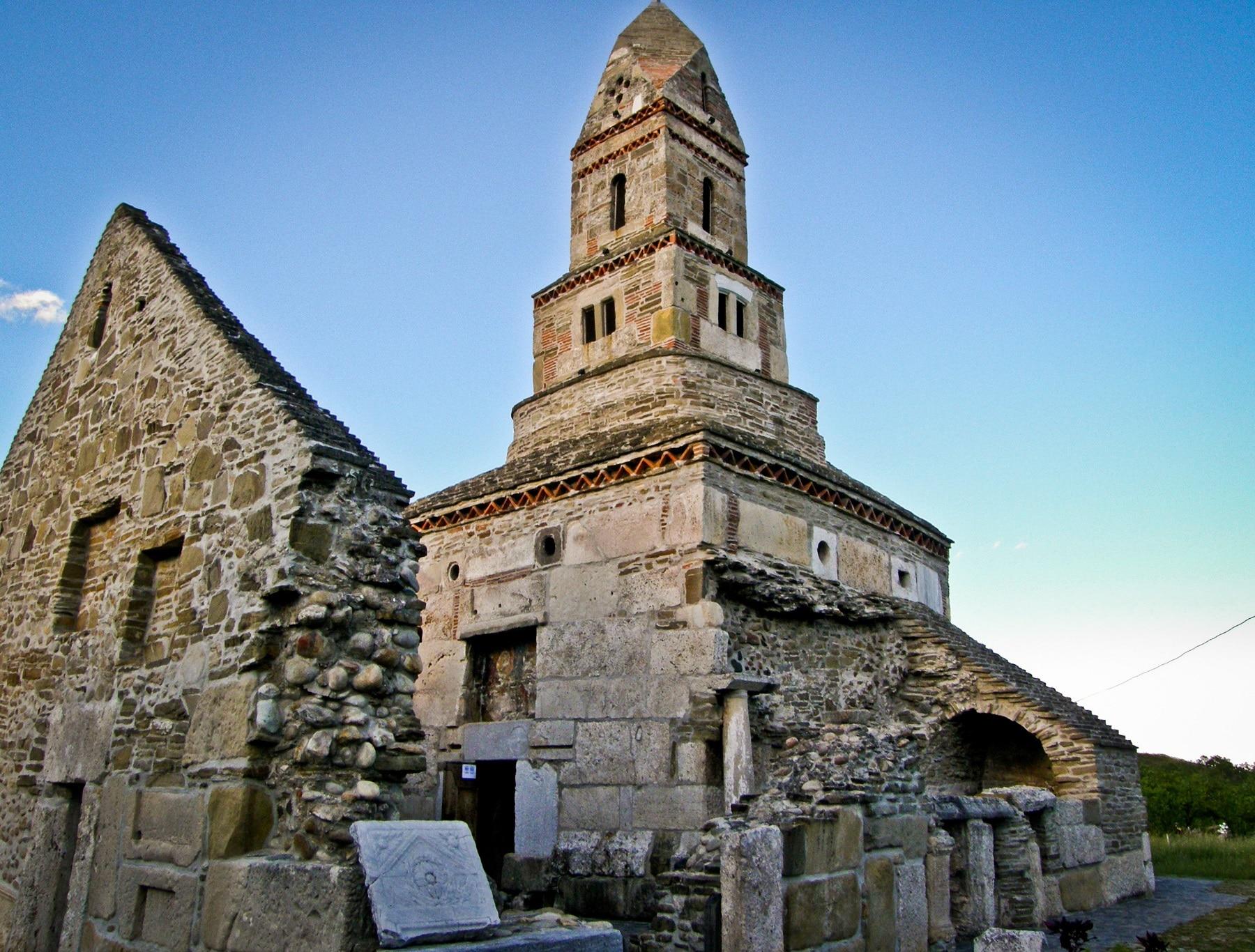 Biserica Densuș din Țara Hațegului