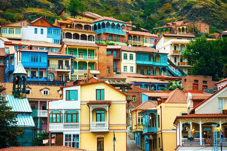 Edificiile multicolore sunt specifice oraşului