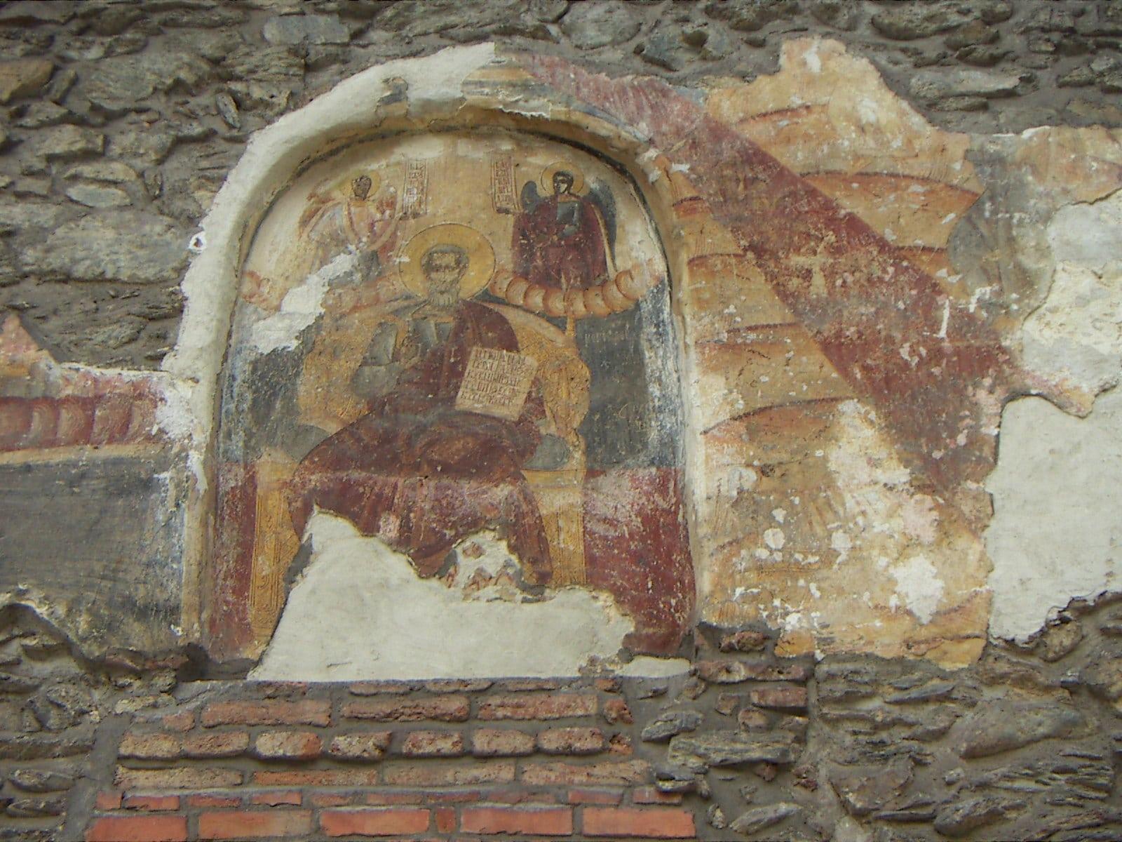 Picturi extrem de vechi înfrumuseţează pereţii mănăstirii