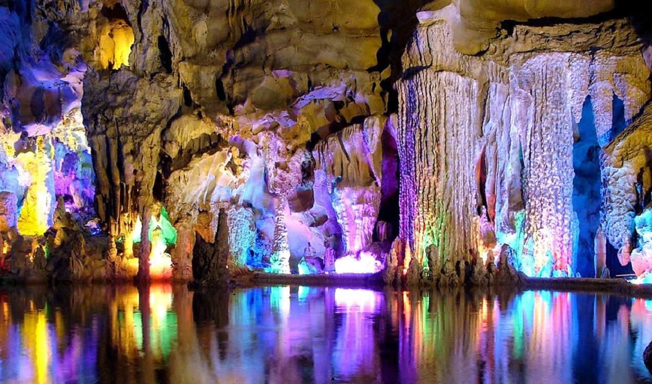 Peștera Reed Flute sau Peștera Curcubeu din China