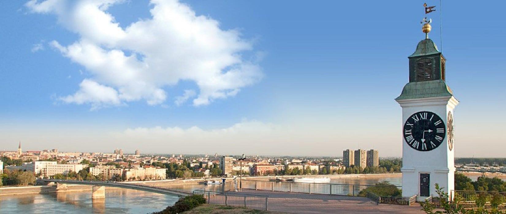 Ceasul invers - simbolul din Novi Sad