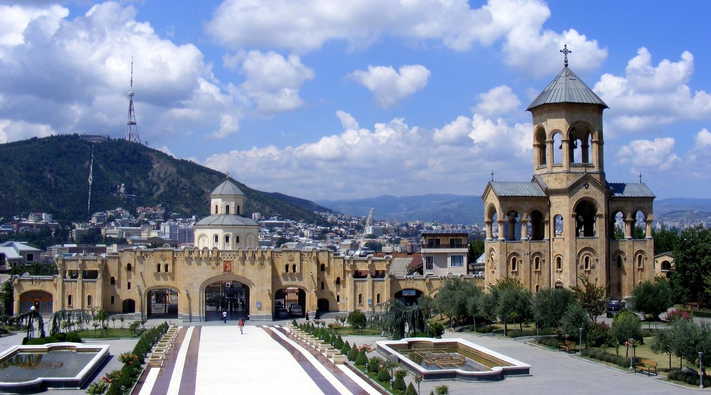 Ansamblul include şi alte construcţii religioase