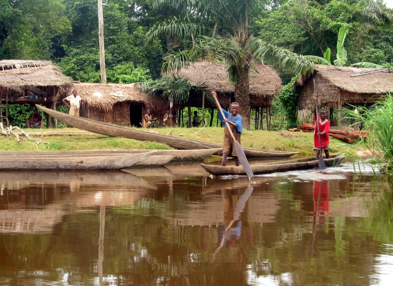 Ambarcațiune pe râul Congo