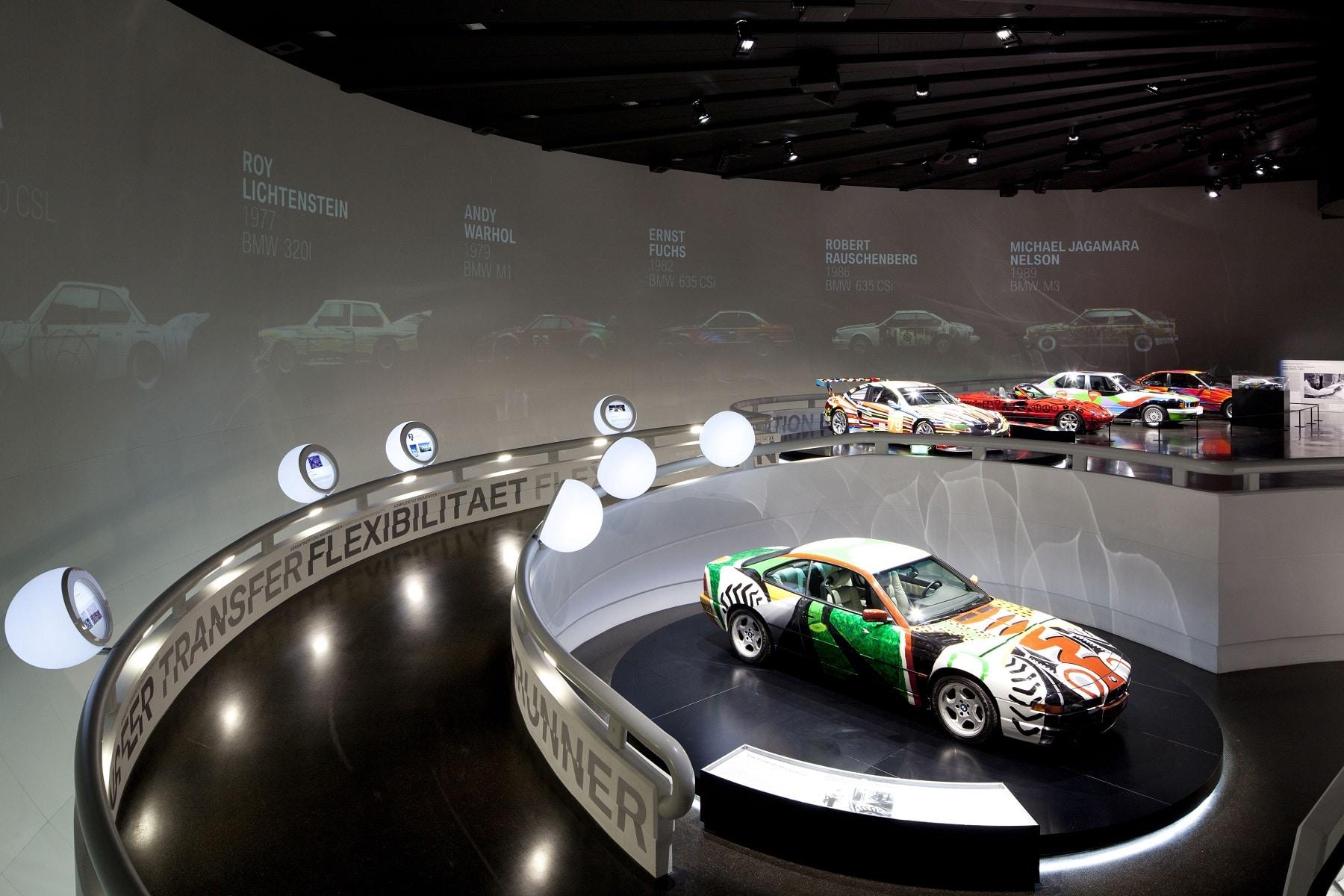 Expunerea circulară a exponatelor BMW